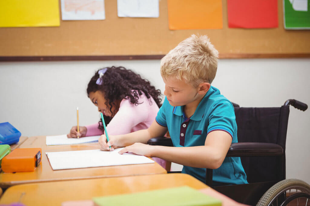 Інклюзивна освіта. Досвід Німеччини. німеччина, особливими освітніми потребами, суспільство, інвалідність, інклюзивна освіта, person, indoor, table, wall, sitting, toddler, child art, boy, clothing, human face. A young boy sitting at a table