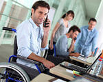 Південна залізниця продовжує роботу з працевлаштування осіб з обмеженими фізичними можливостями. південна залізниця, працевлаштування, працівник, підрозділ, інвалідність, person, man, clothing, computer. A man with a bicycle in front of a laptop
