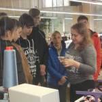 Світлина. Прес-реліз: На Луганщині дітям з вадами зору показали як виготовляють шкарпетки. Робота, суспільство, інтеграція, вади зору, Луганщина, екскурсія