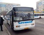 В Днепре просят запустить низкопольные автобусы для инвалидов. днепр, инвалидность, низкопольный автобус, петиция, транспорт, road, outdoor, bus, vehicle, land vehicle, street, city, transport, way, busy. A bus driving down a busy city street