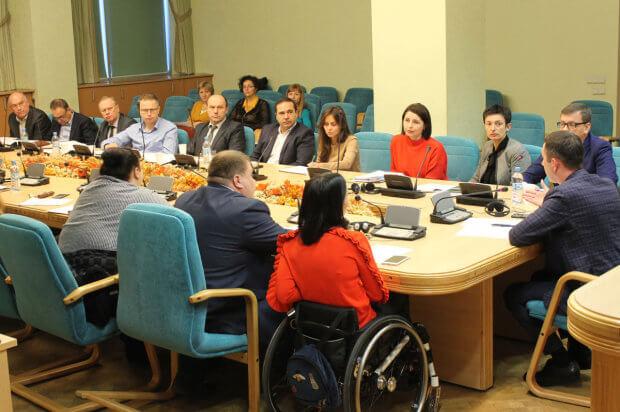 Ми маємо забезпечити безперешкодний доступ осіб з інвалідністю до залізничної інфраструктури та транспорту, – Юрій Лавренюк. доступність, нарада, робоча група, укрзалізниця, інвалідність