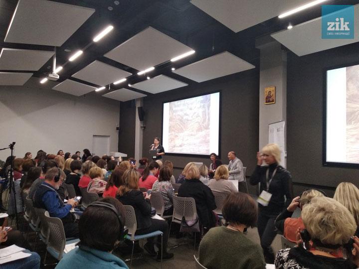Експерти з Ізраїлю поділилися моделлю відносин між суспільством і людиною з інвалідністю. ізраїль, експерт, майстер-клас, суспільство, інвалідність, indoor, person, ceiling, clothing, wall, man, computer, people, woman, group. A group of people in a room