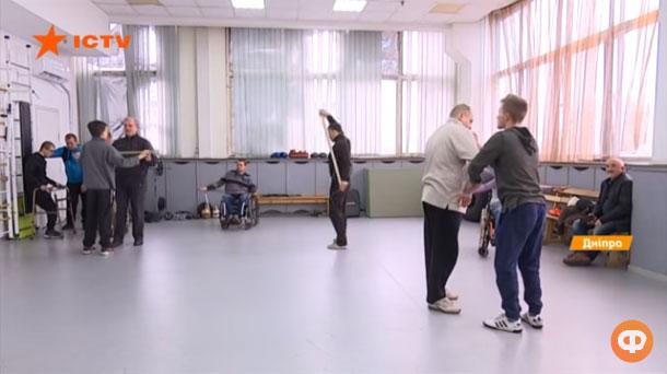Візок чи милиці – не перешкода: курси боротьби для людей з інвалідністю у Дніпрі (ВІДЕО)