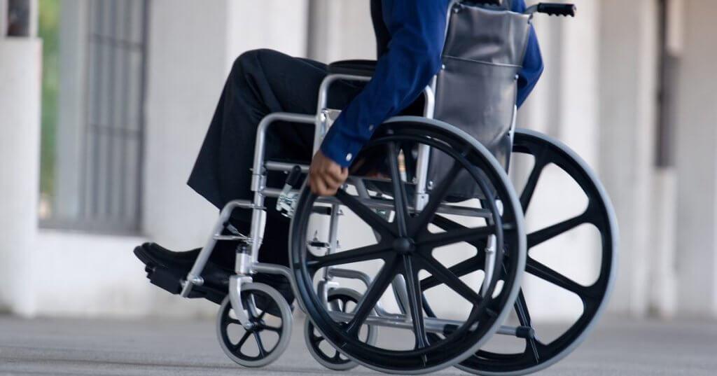 Під час будівництва готелів обов'язково має проектуватись не менше 10% місць, облаштованих для людей з інвалідністю, — Парцхаладзе. дбн, готель, доступність, проживання, інвалідність, wheel, wheelchair, bicycle wheel, bicycle, tire, bike, weapon, gun. A person sitting on a bicycle