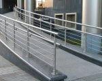 Безбарьерный Днепр: здания без пандусов и подъемников могут стать незаконными (ВИДЕО). днепр, доступность, инвалидность, пандус, подъёмник, building, metal, stairs, railing. A building with a metal fence