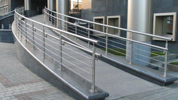Безбарьерный Днепр: здания без пандусов и подъемников могут стать незаконными. днепр, доступность, инвалидность, пандус, подъёмник