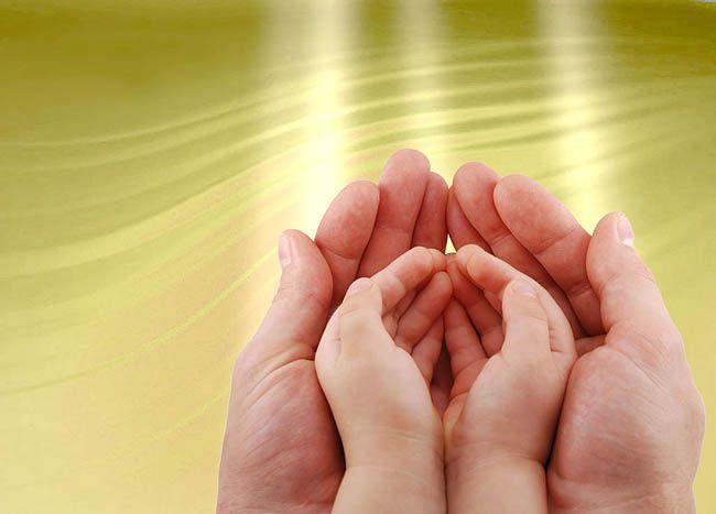 Помощь детям в Краматорске: «Раннее вмешательство – искусство маленьких шажков». краматорськ, детский дом антошка, раннее вмешательство, специалист, услуга, nail, hand, finger, thumb. A close up of a hand