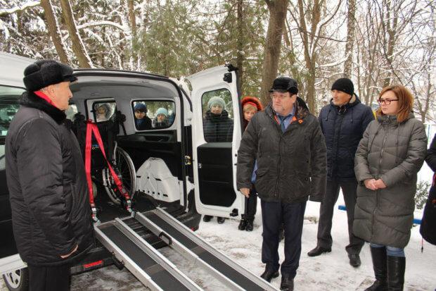 У Славуті з'явилося соціальне таксі. славута, перевезення, соціальне таксі, суспільство, інвалідність