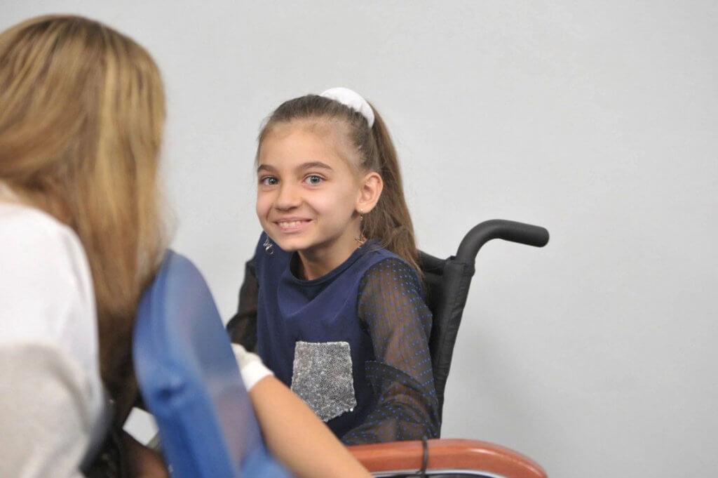 Затвердили список дитячих захворювань, що дають право на отримання держдопомоги. держдопомога, захворювання, перелік, список, інвалідність, person, wall, human face, indoor, clothing, smile, girl. A young girl sitting on a chair