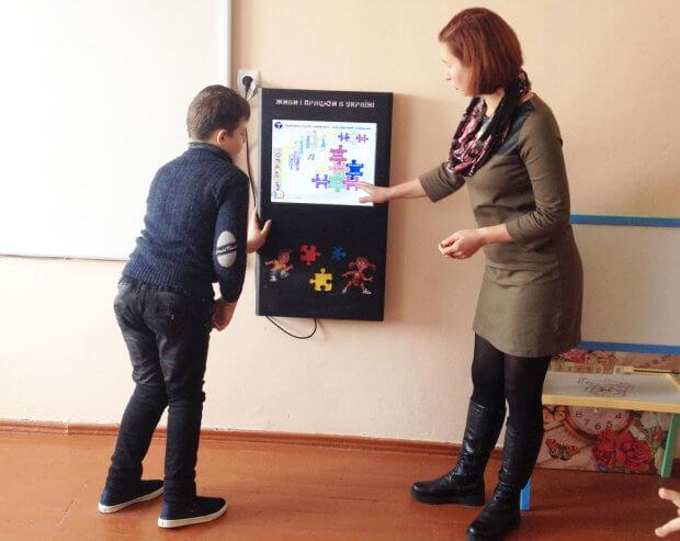 Діти інклюзивно-ресурсного центру в Шумську познайомились з «електронним консультантом». шумськ, електронний консультант, презентація, інвалідність, інклюзивно-ресурсний центр