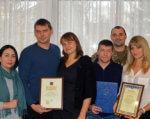 В Одесі вшанували захисників країни з інвалідністю. одеса, ветеран, поранення, почесна відзнака, інвалідність, person, group, smile, posing, clothing, human face, people, indoor, man, woman. A group of people posing for a photo