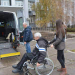 Світлина. У Маріуполі працює «Соціальне таксі» для людей з інвалідністю. Безбар'ерність, інвалідність, Мариуполь, соціальне таксі, послуга, поїздка