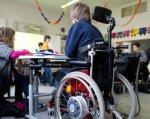 На Житомирщині у 2018 році майже 1 тис. дітей різного віку перебували на інклюзивному навчанні. ірц, житомирщина, особливими освітніми потребами, інвалідність, інклюзивна освіта, person, wheel, wheelchair, tire, chair, seat. A group of people standing next to a bicycle