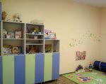 На Закарпатті відкрили сучасний інклюзивно-ресурсний центр (ФОТО). закарпаття, особливими освітніми потребами, оцінка, розвиток, інклюзивно-ресурсний центр, wall, indoor, shelf, bookcase, room, toy, furniture. A white refrigerator freezer sitting in a room