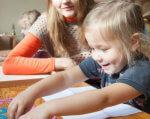 В Каменском начал работу инклюзивно-ресурсный центр «Надежда». каменское, инклюзивно-ресурсный центр, особыми образовательными потребностями, сопровождение, учреждение, person, indoor, toddler, human face, baby, clothing, girl, little, young, smile. A little girl sitting on a table