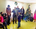 На Богородчанщині відбувся традиційний «Зимовий Благодійний бал» для дітей з обмеженими функціональними можливостями. богородчани, зимовий благодійний бал, допомога, підтримка, інвалідність, person, christmas tree, clothing, christmas, footwear, group, smile, several. A group of people standing in a room
