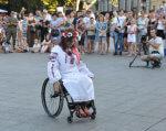 Сколько в Одессе тратят денег на людей с инвалидностью?. одесса, бюджет, инвалидность, помощь, соцпрограмма, person, ground, outdoor, sport, wheelchair, bicycle, clothing, dancer, footwear, bicycle wheel. A group of people riding on the back of a bicycle