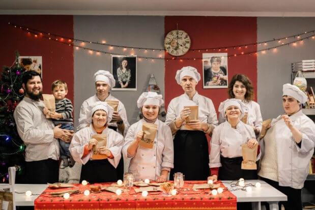 «Любов, яка лікує»: чернівчанка вчить людей з інвалідністю готувати корисні сніданки. валерія мартинюк, любов яка лікує, центр денного догляду, чернівці, інвалідність