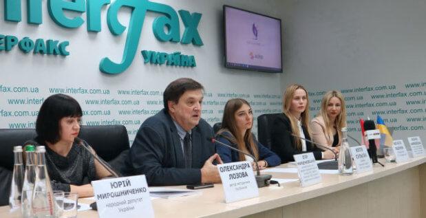 ACINO в Україні підтримала випуск посібників для дітей з особливими потребами. acino, рас, аутизм, посібник, прес-конференція