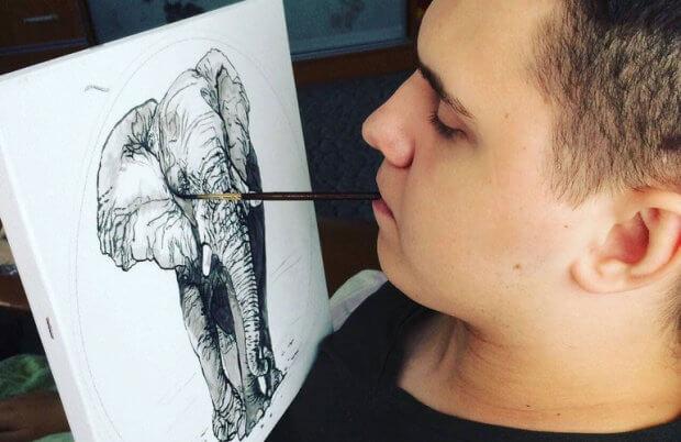 Хлопець, якого паралізувало на батуті в Житомирі, тепер малює картини, тримаючи пензлик в зубах. максим калінчук, заняття, картина, талант, інвалідний візок