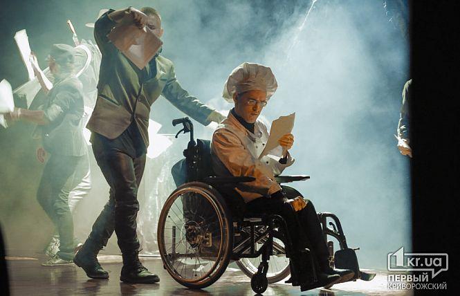 Акторам проекту «Краще разом» криворіжці аплодували стоячи на допрем'єрному показі вистави «Полювання на Снарка» (ВІДЕО)