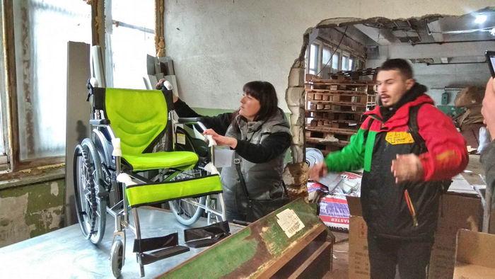 Волонтеры показали японские инвалидные коляски, которые подарят нуждающимся детям