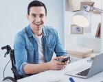 Торік понад 70 мешканців Кіровоградщини з інвалідністю здобули нову професію. кіровоградщина, безробітний, професійне навчання, центр зайнятості, інвалідність, person, laptop, computer, man, clothing, indoor, smile, human face, working. A man using a laptop computer