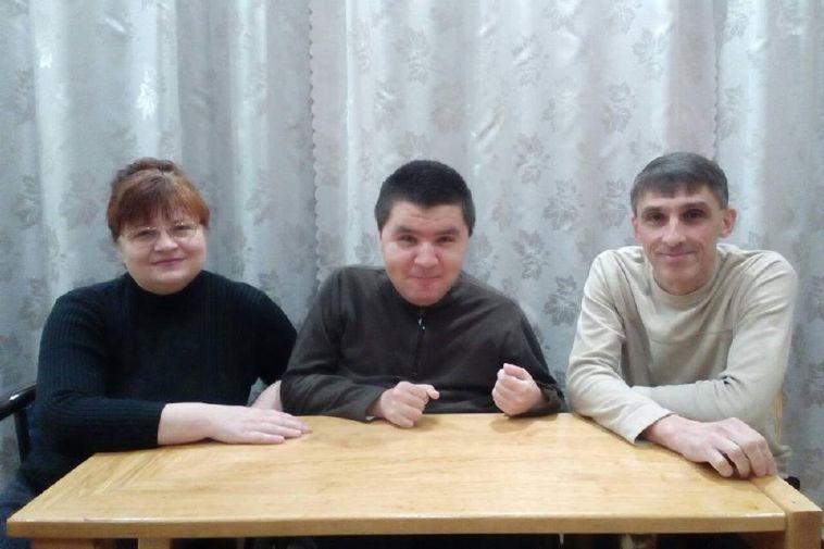 «Не сдавайтесь. Всегда можно что-то придумать!» – интервью с семьей из Никопольского района, которая столкнулась с проблемами инвалидности и преодолела их
