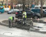 В Мелитополе все тротуары хотят сделать доступными для людей с инвалидностью. мелітополь, инвалидная коляска, инвалидность, моніторинг, тротуар, outdoor, ground, land vehicle, car, vehicle, wheel, tire, sidewalk, way, person. A car parked on a city street