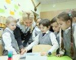 Инклюзия в школах: Харьковщине есть чем гордиться!. харьковщина, инвалидность, инклюзивное образование, инклюзия, конференция, person, indoor, child, clothing, toddler, human face, boy, girl, baby, child art. A young boy cutting a cake