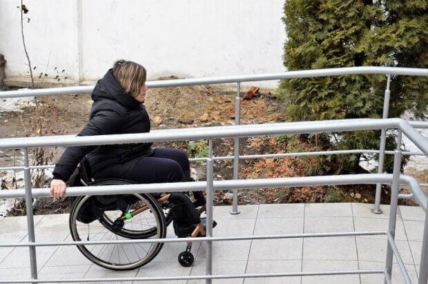 На Вінниччині облаштовують відділи обслуговування громадян для осіб з особливими потребами. вінниччина, пенсійний фонд, доступ, облаштування, інклюзивне середовище