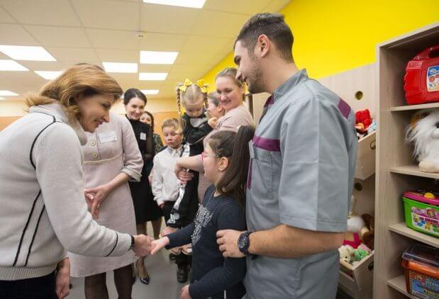 Марина Порошенко зустрілася з вчителями та вихованцями інклюзивно-ресурсного центру в Магдалинівській опорній школі на Дніпропетровщині. ірц, дніпропетровщина, марина порошенко, особливими освітніми потребами, інвалідність