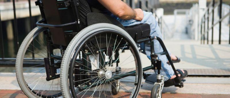 """""""Доступний Херсон"""": які зміни очікують на людей з обмеженими можливостями. пандус, послуга, програма доступний херсон, соціальне таксі, інвалідність, bicycle, outdoor, ground, wheel, person, sidewalk, tire, bicycle wheel, furniture, seat. A person sitting on a bicycle"""
