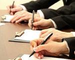 У Маріуполі продовжують роботу по працевлаштуванню осіб з інвалідністю. мариуполь, засідання, працевлаштування, центр зайнятості, інвалідність, office supplies, pen, handwriting, watch, hand, office instrument, drawing, dentistry, writing implement, nail. A stack of flyers on a table