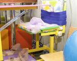 На Луганщине инклюзивные центры получат полную поддержку, – Филь. ірц, луганщина, адаптація, инклюзия, поддержка, indoor, furniture, desk, table, child art, bed, medical equipment, office, chair, cluttered. A bedroom with a bed and desk in a small room
