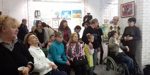 Повірити у себе: у столиці відкрилась виставка робіт особливих митців (ФОТО, ВІДЕО)