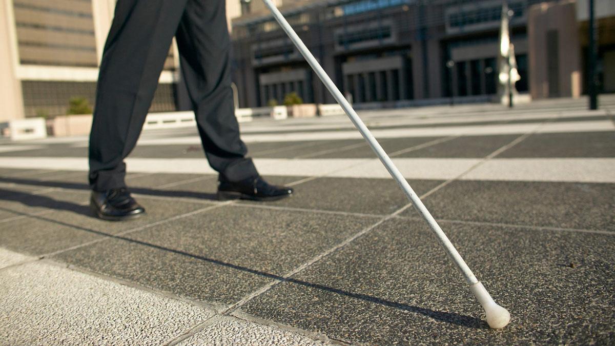 Близько тисячі послуг надали представники Муніципальної служби супроводу осіб з інвалідністю по зору I групи за сім місяців роботи