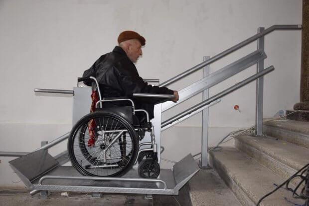 Інклюзія по-чортківськи: у міській раді обладнали підйомник та санвузол для людей з інвалідністю. чортків, міська рада, підйомник, санвузол, інвалідність