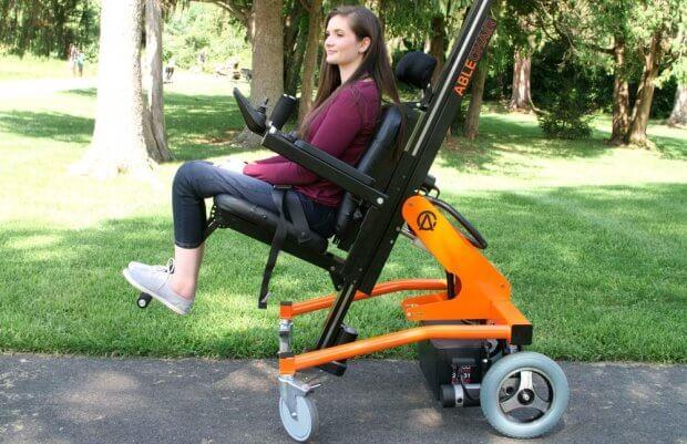 Стояти, сидіти, лежати: стартап створив інвалідний візок, що дозволяє змінювати положення. ablechair, пересування, положення, пристрій, інвалідний візок
