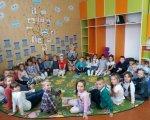 Нова українська школа стане відкритою для дітей з інвалідністю. особливими освітніми потребами, соціалізація, суспільство, інвалідність, інклюзивна освіта, person, clothing, toddler, indoor, human face, boy, girl, school, child, smile. A group of people in a room