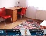 У Тячеві відкрили відділення «Раннє втручання» при реабілітаційному центрі (ВІДЕО). тячів, відділення, допомога, раннє втручання, інвалідність, floor, furniture, indoor, wall, table, red, desk, chair. A red table