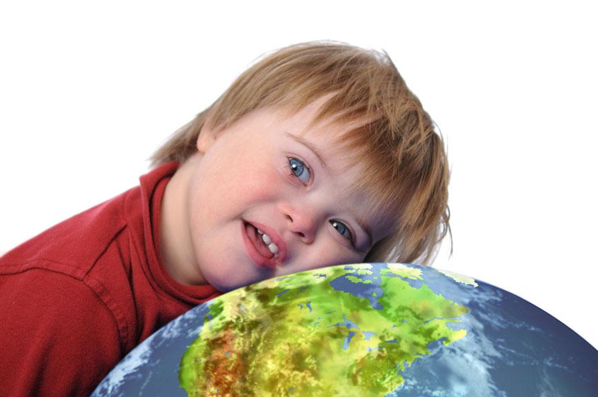 Люди із синдромом Дауна потребують особливого захисту з боку держави. уповноважений, дискримінація, захворювання, синдром дауна, суспільство, person, toddler, indoor, young, human face, baby, little, child, food. A little girl that is eating some food
