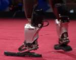 """""""Людину не зламати!"""" Історія створення протезів, що дозволяють бігати і танцювати (ВІДЕО). mit media lab, хью герр, біонічний протез, проект, технологія, person, footwear, automaton"""
