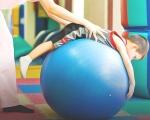 Встигнути вчасно: як працює система раннього втручання в Україні. виховання, захворювання, раннє втручання, реабілітація, інвалідність, person, ball, indoor, playground, balloon