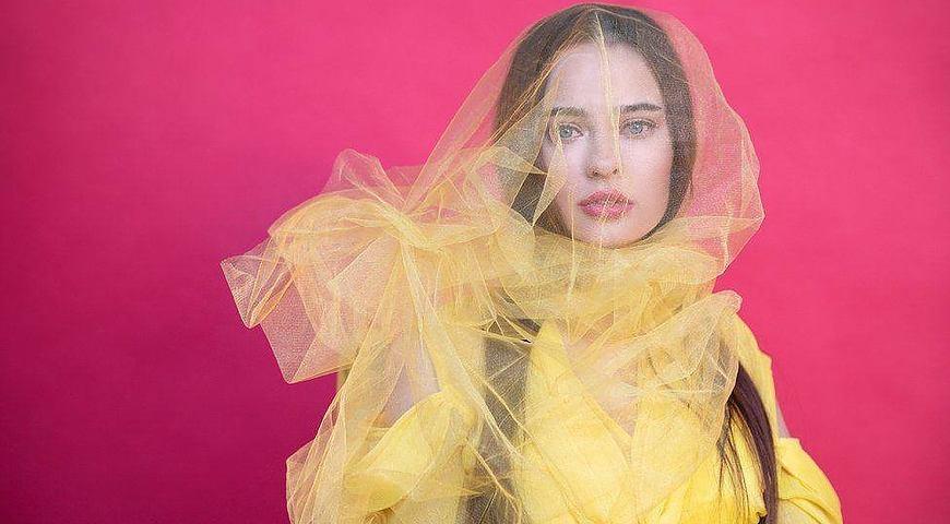 «Потрібно себе любити такою, яка ти є»: киянка після важкої травми стала моделлю на візку. оксана кононець, модель, травма, інвалідний візок, інвалідність, human face, person, woman, art, girl, dress, fashion. A close up of a womans face