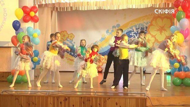 """Відбувся гала-концерт фестивалю творчості дітей з інвалідністю """"Ми все можемо"""". херсон, гала-концерт, переможець, фестиваль ми все можемо, інвалідність"""