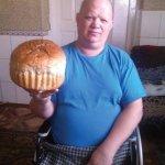 Без ніг у візку пече торти, хліб…