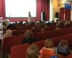 У Тернополі розповіли про особливих людей з великим серцем (ВІДЕО). лярш, спільнота, тернопіль, презентація, інвалідність, indoor, person, room, clothing, human face, woman, man. A group of people sitting around a living room