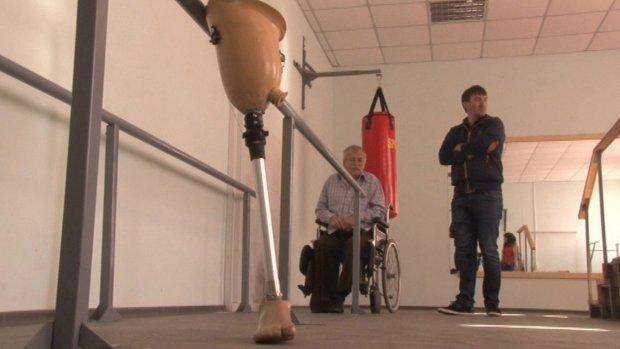 Реабілітаційну кімнату відкрили у Черкаському протезно-ортопедичному цеху (ВІДЕО) ЧЕРКАСИ АДАПТАЦІЯ ПРОТЕЗ ПРОТЕЗНО-ОРТОПЕДИЧНИЙ ЦЕХ ПРОТЕЗУВАННЯ
