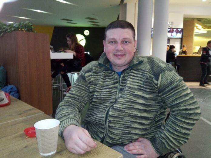 Життя у візку: як паралізований ветеран російсько-української війни допомагає таким, як і сам